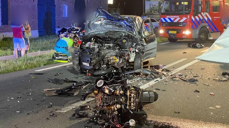 De zwaar beschadigde voertuigen (foto: Harrie Grijseels/SQ Vision Mediaprodukties).