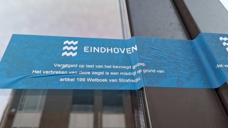 De gemeente Eindhoven sloot de delicatessenzaak aan de Kleine Berg in Eindhoven.