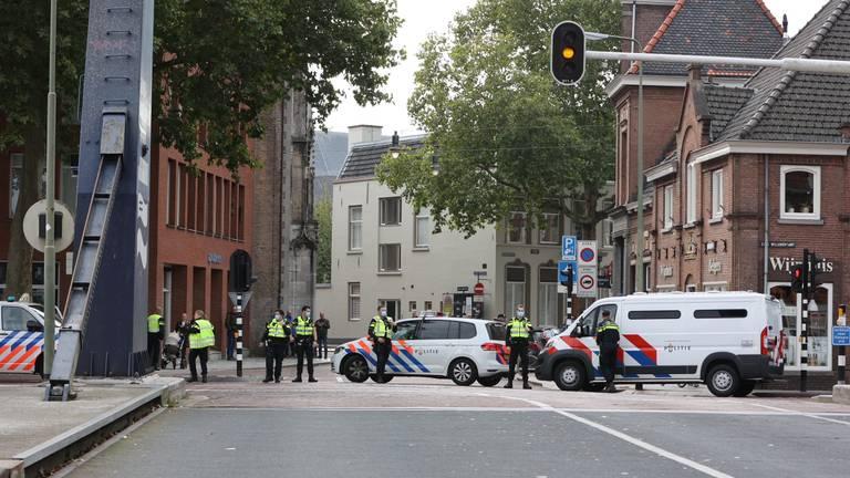 De ME zorgt dat de demonstranten niet de stad in kunnen (foto: Bart Meesters SQ Vision)