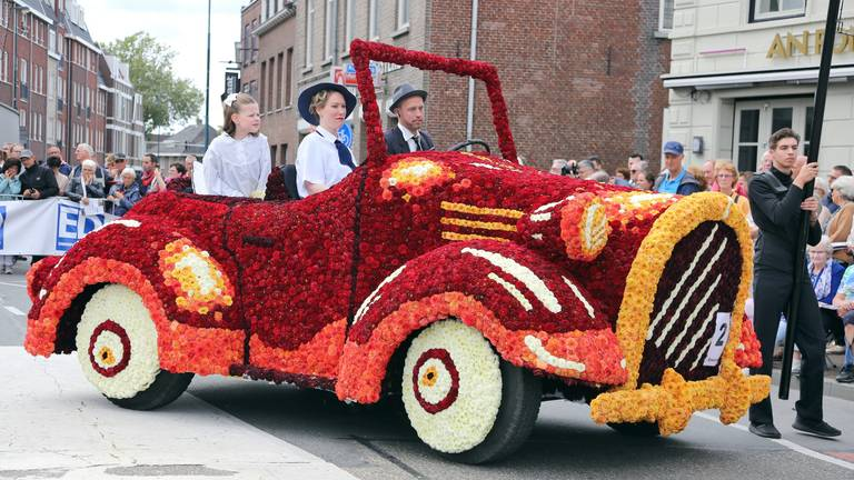 Geen traditionele bloemenparade dit jaar (Archieffoto: Karin Kamp)
