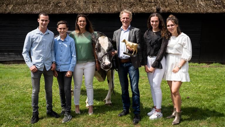 De familie Van Beek met hun topper Nora. (Foto: Cfoto)