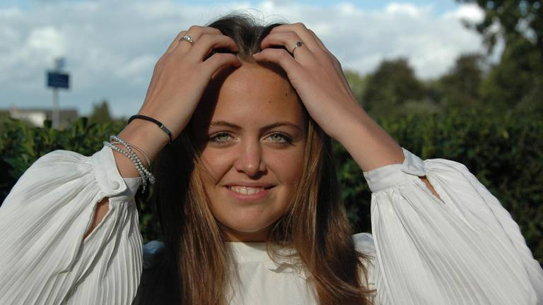 Claire Huijbregts (18) maakte het filmpje van de wolf