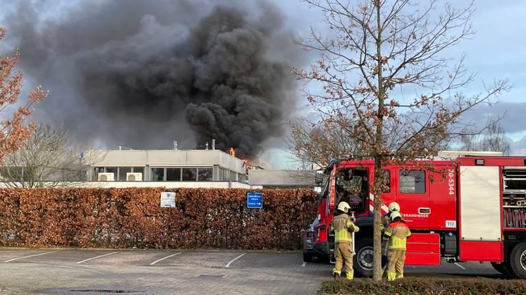 Brand en twee explosies bij de huisartsenpost in Oosterhout (foto: Marcel van Dorst/SQ Vision)