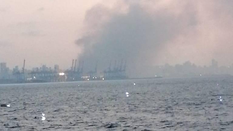 Veel rook na de ontploffing (foto: Thomas van Druenen).