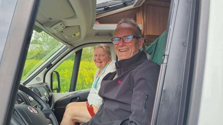 Carolien en Jan-Hein in hun camper
