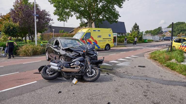 De politie zette het kruispunt af (foto: Tom van der Put/SQ Vision Mediaprodukties).