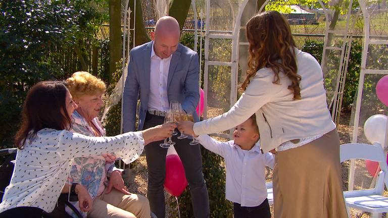 Anny's laatste wens is om haar zoon nog te zien trouwen.