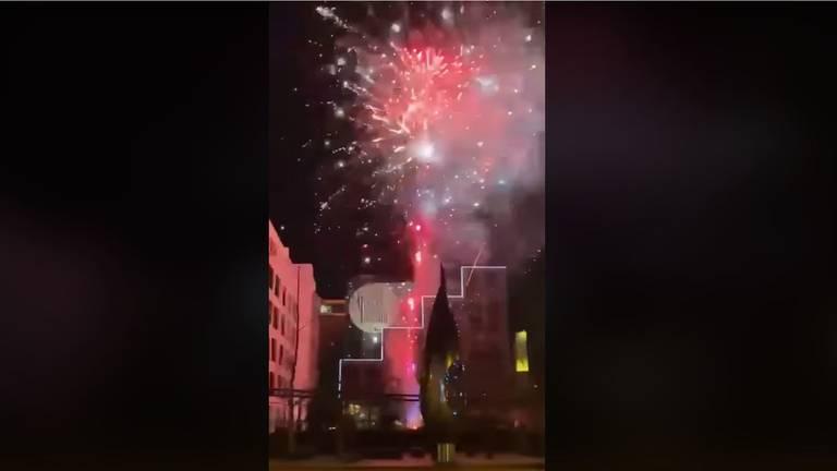 Vuurwerk boven het hotel.