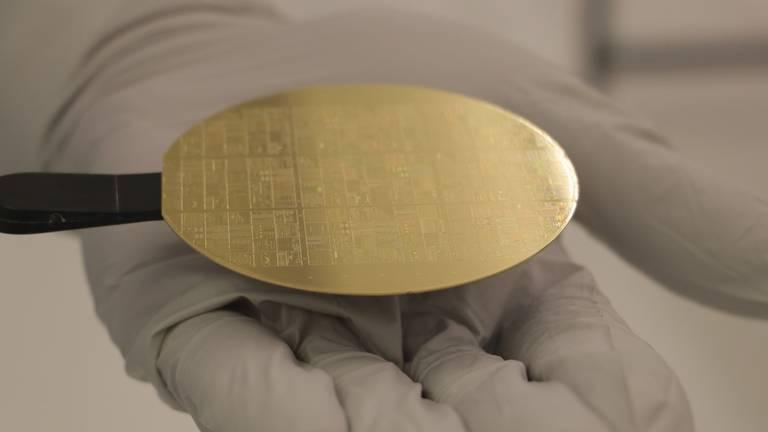 Tientallen fotonische computerchips op een schijf