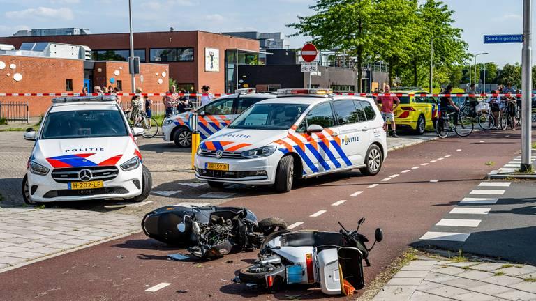 De scooters die bij de botsing betrokken waren (foto: Jack Brekelmans/SQ Vision Mediaprodukties).l