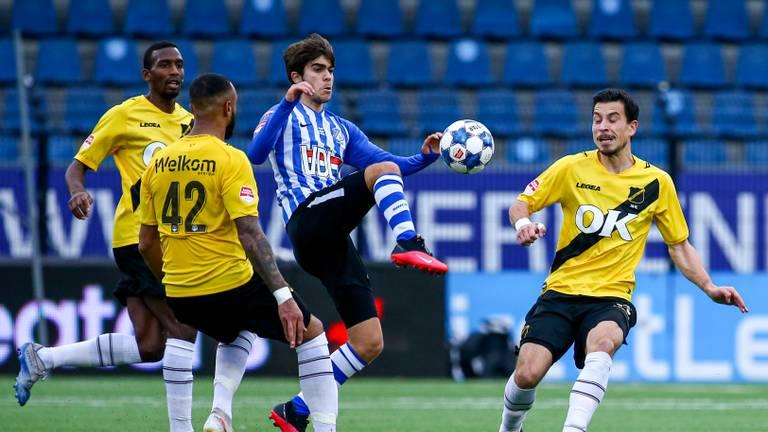 De Brabantse derby tussen FC Eindhoven en NAC (foto: OrangePictures).