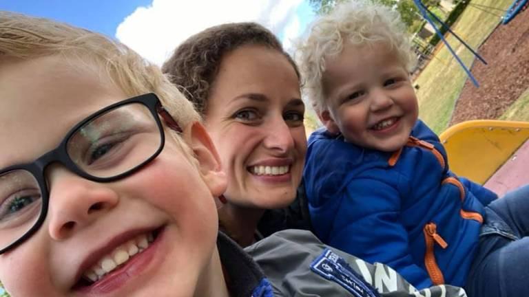 Renske met haar zoons Quinten (links) en Sebastiaan.