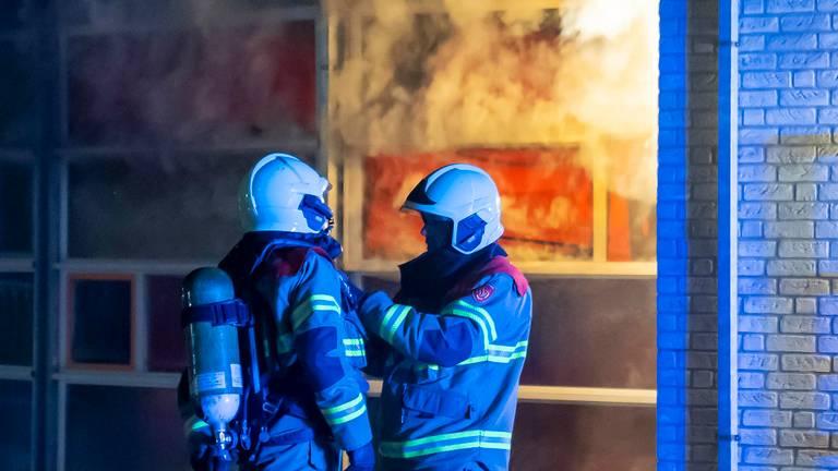 De brandweer had het vuur in de John F. Kennedy-basisschool in Oss snel onder controle (foto: Gabor Heeres/SQ Vision).
