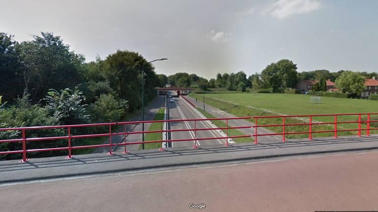 Vanaf dit viaduct werd iets omlaag gegooid (foto: Google Streetview).