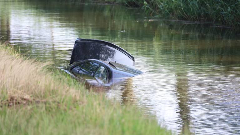 Wanneer de auto in het water belandde, is niet duidelijk (foto: Kevin Kanters/SQ Vision).