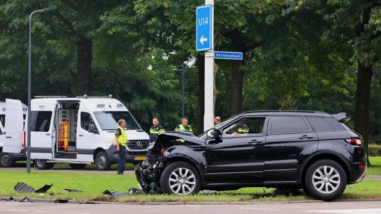 Politieonderzoek na de aanrijding op de kruising in Den Bosch (foto: Bart Meesters).