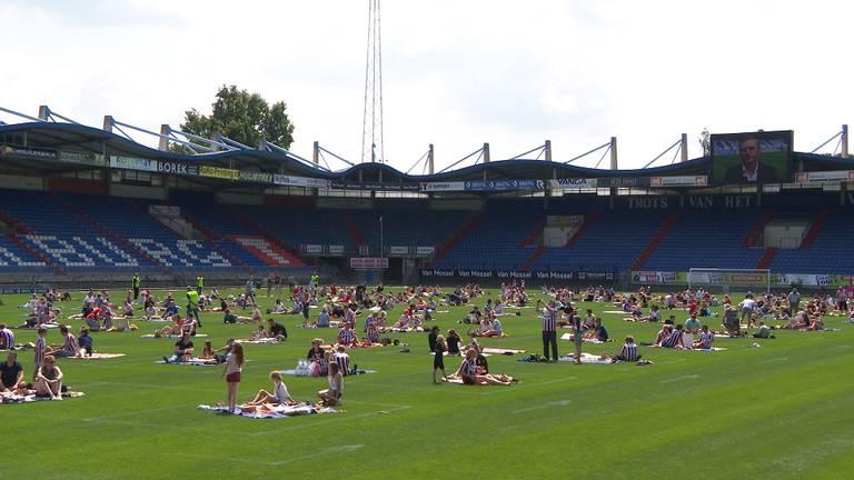 De picknick op het veld bij Willem II.