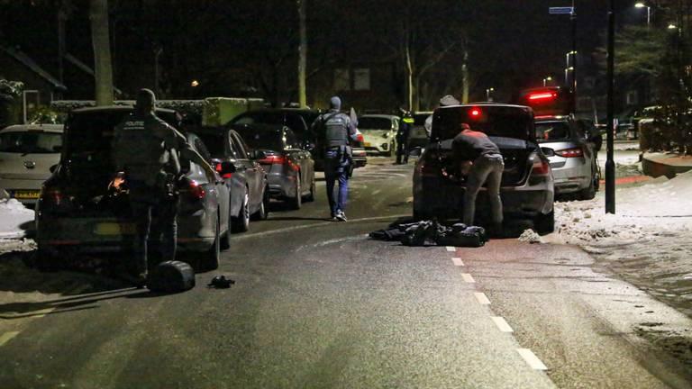 Het arrestatieteam in Asten (foto: Harrie Grijseels/SQ Vision).