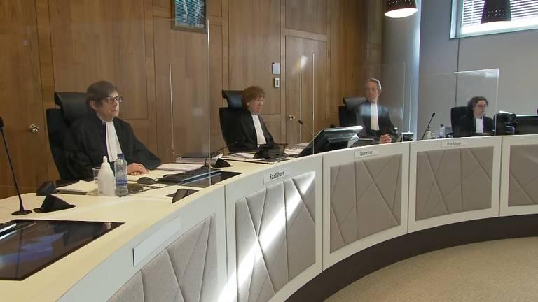 De avondklokzaak in hoger beroep begon vrijdag iets na tien uur.