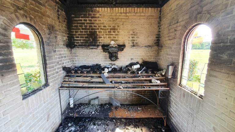 De kapel is flink beschadigd.