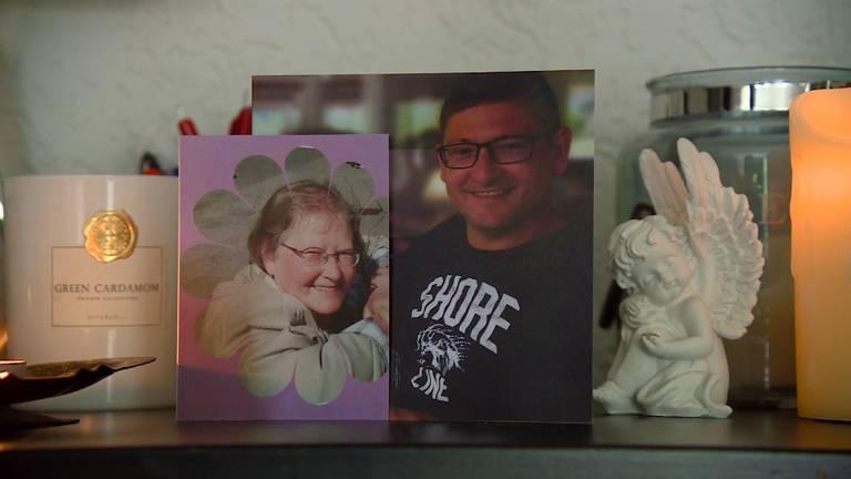 De rouwkaartjes van de moeder en de broer van Anna.