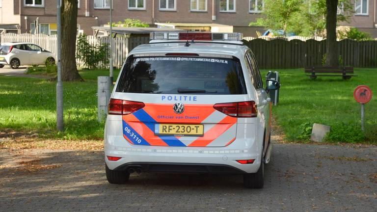 Een van de politiewagens die naar de straat kwamen (foto: Perry Roovers/SQ Vision).