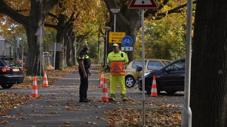 De politie bij de vernielde teststraat. (Foto: Perry Roovers/SQ Vision)