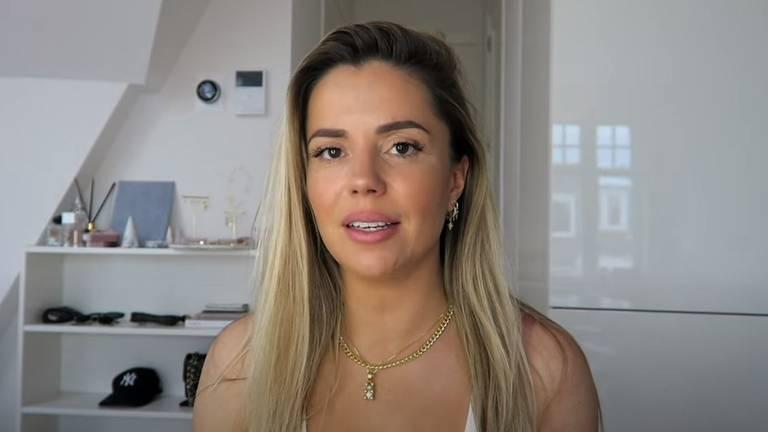 Yvonne in haar nieuwste YouTube-video (foto: Life of Yvonne/YouTube).