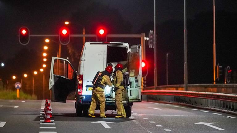 Het busje werd gevonden op een viaduct (foto: Sem van Rijssel/SQ Vision)
