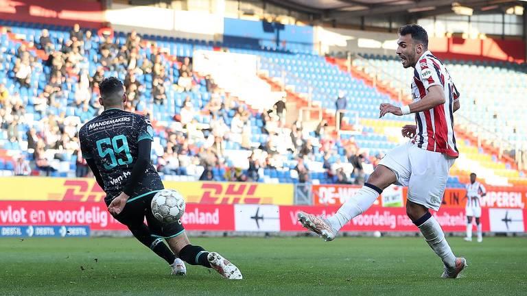 Ahmed Touba kan de goal van Willem II niet meer voorkomen (Foto: ANP)