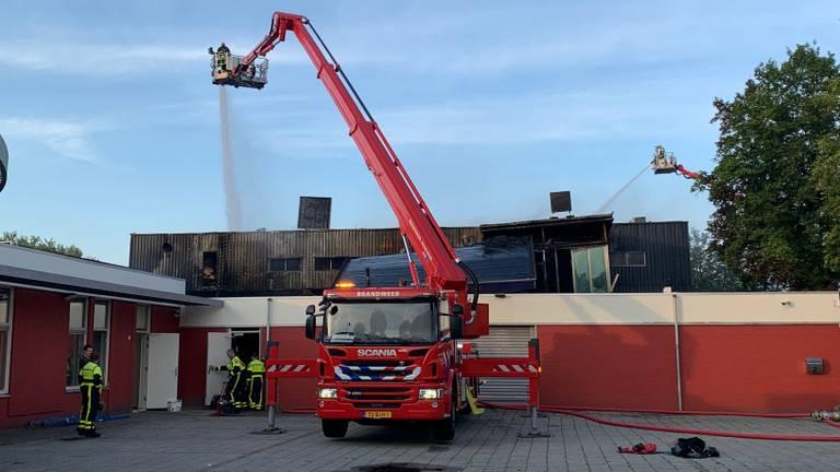 De brandweer bezig met nablussen (foto: Eva de Schipper/SQ Vision Mediaprodukties).