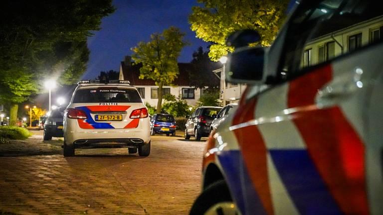 Meerdere politie-eenheden werden zondagnacht naar de Eindhovense Cavallilaan gestuurd (foto: Sem van Rijssel/SQ Vision).
