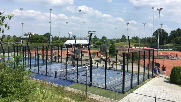 De tennis- en padelbanen van Metzpoint (foto: Richard de Leeuw)