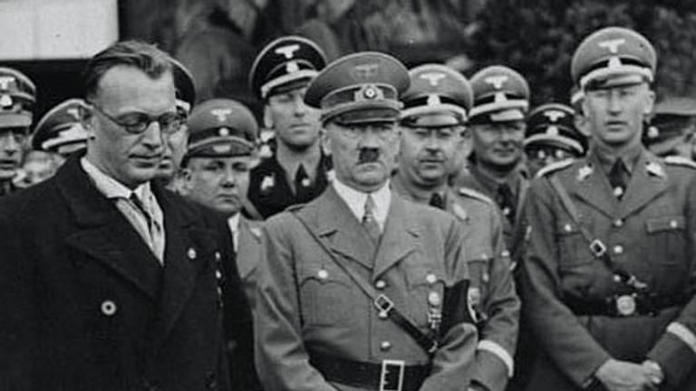 Seyss-Inquart (links) naast Hitler (foto: Deutsches Bundesarchiv)