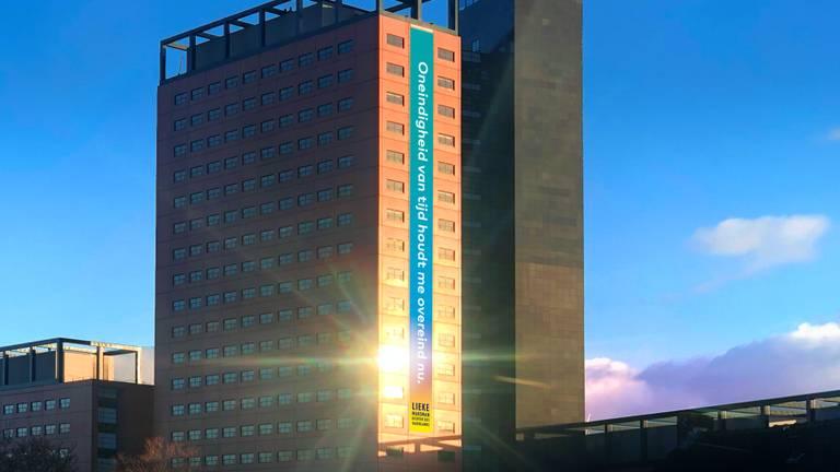 De dichtregel op de Interpolistoren in Tilburg (Foto:Tilt)