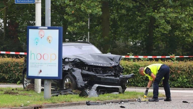 De ravage op de kruising in Den Bosch was aanzienlijk na de aanrijding (foto: Bart Meesters).