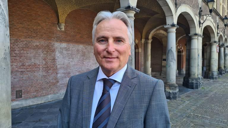 Hans Smolders vindt dat zijn vertrek uit de provinciepolitiek erg belangrijk wordt gemaakt door VVD en CDA (Forum Voor Democratie).