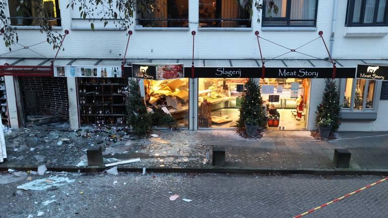 De getroffen winkelpanden (foto: Bart Meesters/SQ Vision Mediaprodukties).