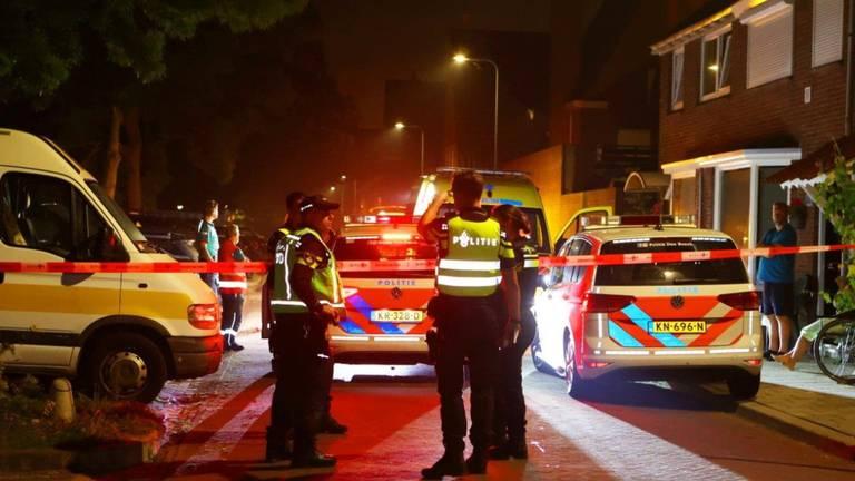 Politieonderzoek na de steekpartij aan de Acaciasingel in Den Bosch (foto: Bart Meesters).