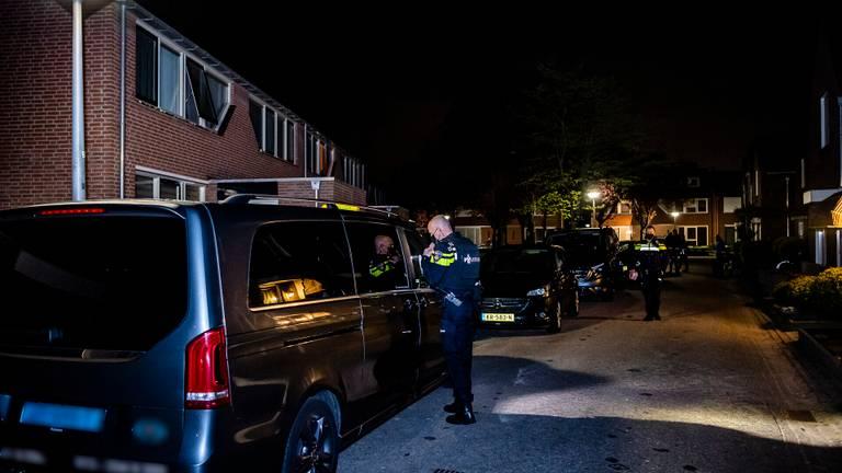 Politieonderzoek bij de taxi in Oisterwijk (foto: Jack Brekelmans).