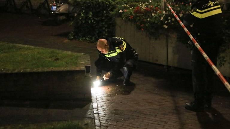 De politie bezig met onderzoek (foto: Harrie Grijseels/SQ Vision Mediaprodukties).