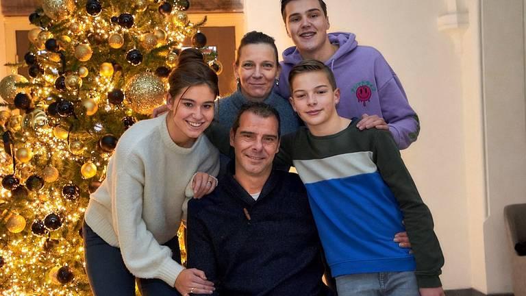 Richard Kluwen met zijn vrouw Mariëlle en hun drie kinderen (foto: Bas Haans Fotografie).