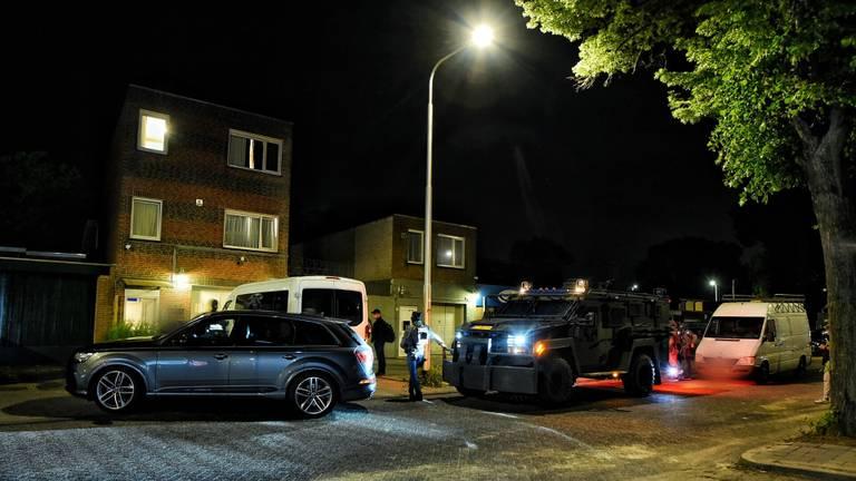 Volgens de politie vond de inval in Tilburg plaats op basis van 'recent binnengekomen informatie' (foto: SQ Vision).
