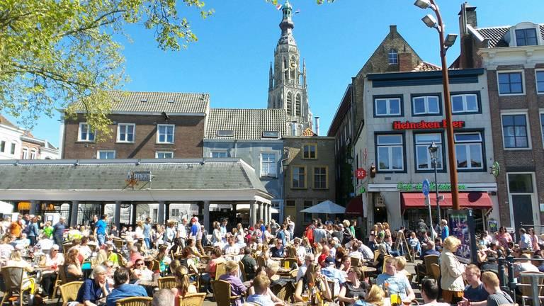 Lopen de terrassen dinsdag weer ouderwets vol? (foto: Henk Voermans).