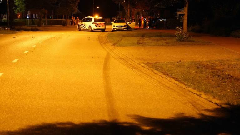 De auto liet in Soerendonk een remspoor van tientallen meters achter (foto: SQ Vision).