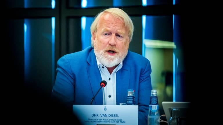RIVM-topman Jaap van Dissel is één van de aanwezigen bij het crisisoverleg in Uden. (foto: ANP)