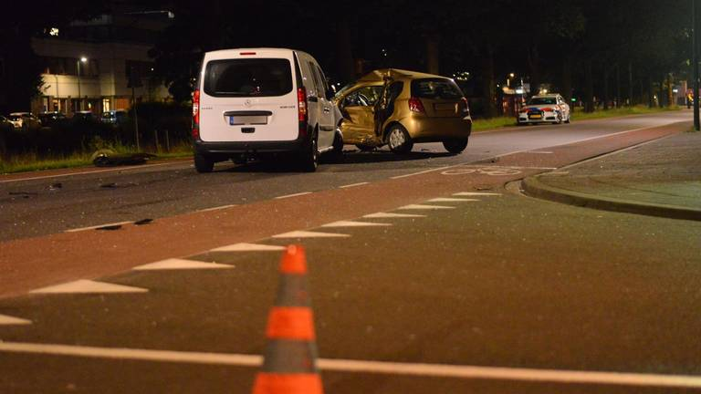 Hoe de aanrijding op de Tramsingel in Breda kon plaatsvinden, wordt onderzocht (foto: Perry Roovers/SQ Vision).