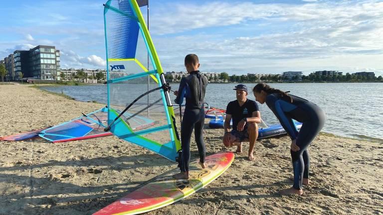 De Olmpische Spelen zorgt voor meer aanwas voor surfscholen (foto: Erik Peeters).