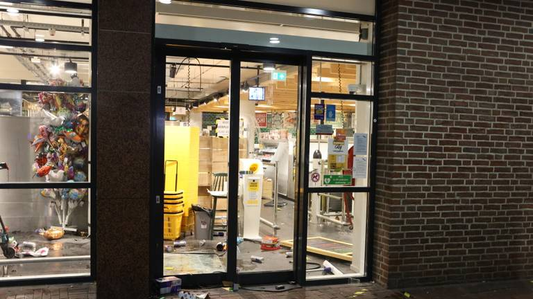 De nasleep van de rellen in Den Bosch (foto: SQ Vision).