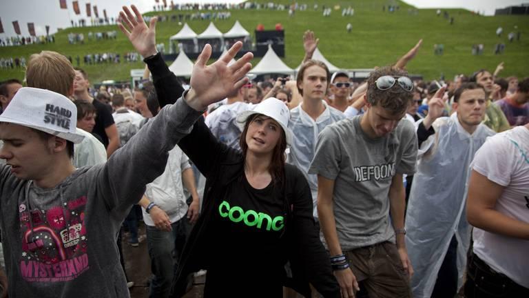 Foto van een dancefestival voor coronatijd (foto: ANP 2011/Michel van Bergen)